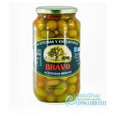 Оливки Bravo зеленые фаршированные перцем и чесноком 1000 г