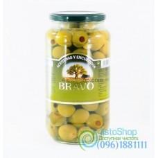 Оливки Bravo зеленые фаршированные перцем 1000 г